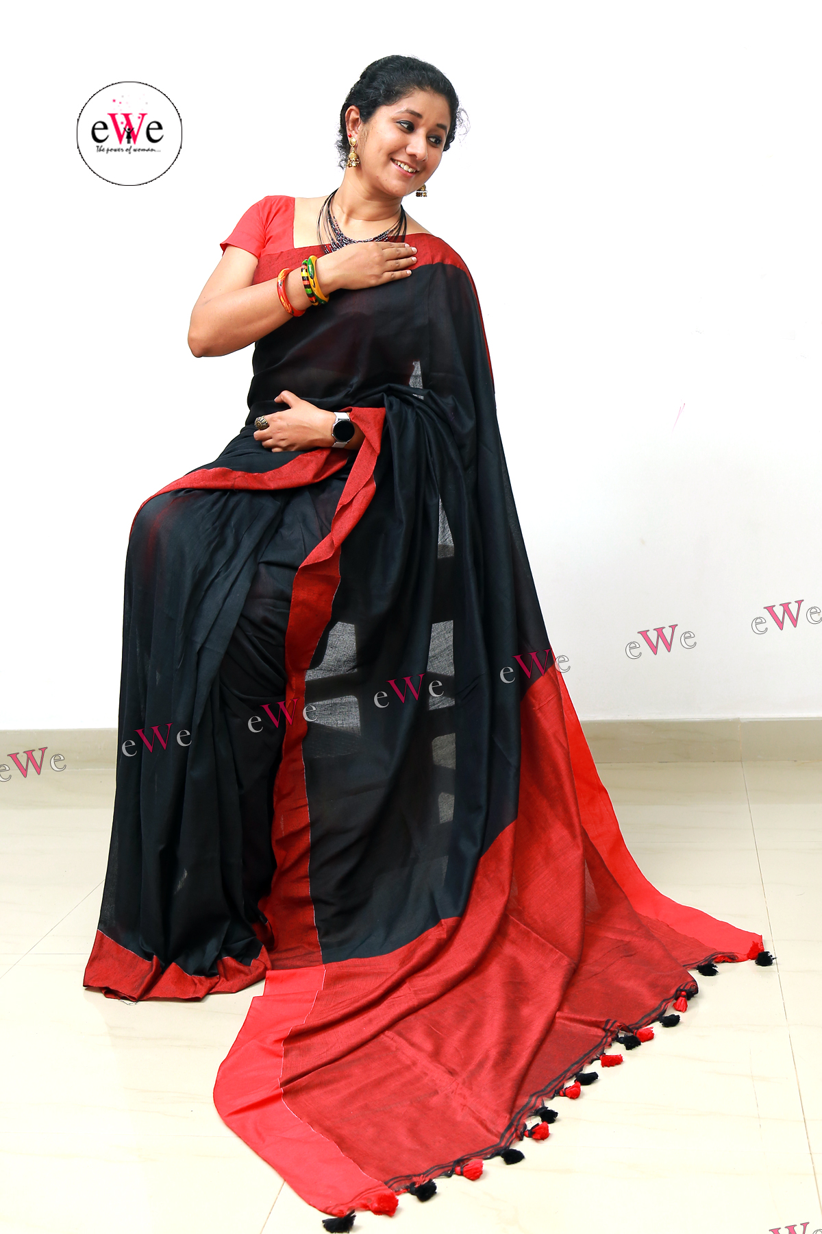 Handloom Design Saree (Black , Meroon)
